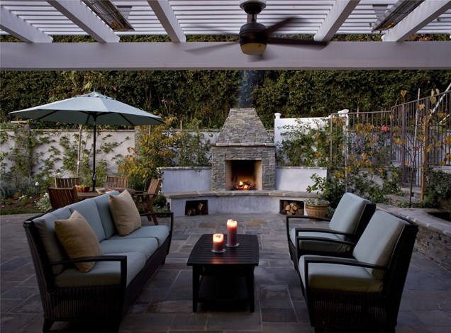patio design by the firepleace Backyard-Lanscaping-Ideas-Fireplaces-homesthetics