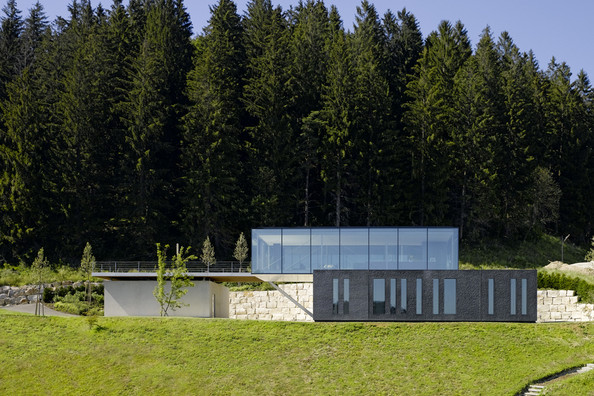 Cliff View Mansion H16 in Stuttgart by Werner Sobek homesthetics (1)