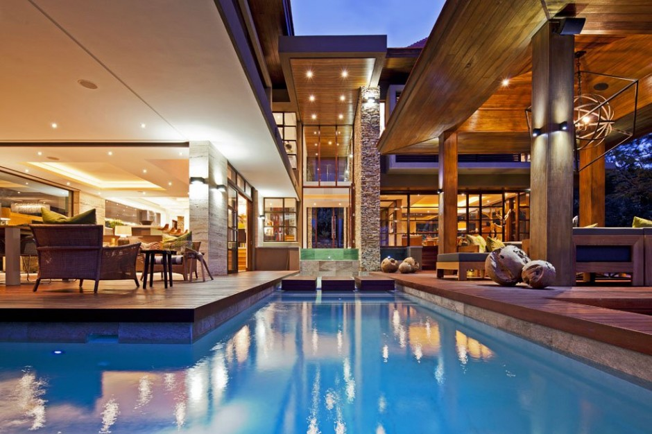 fascinating view of the Contemporary Moden South African SGNW House by Metropole Architects  (4) at night