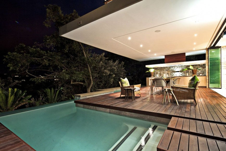 terrace of the Contemporary Moden South African SGNW House by Metropole Architects  (4)