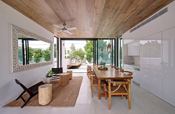 small simple and warmth dinning area in a modern mansion
