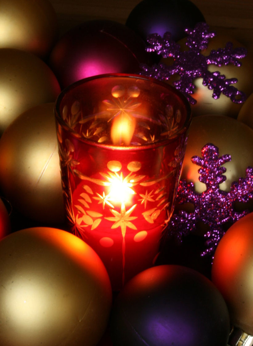 red candle gold globes Creative&Inspiring Modern Christmas Candles Decorations (1)