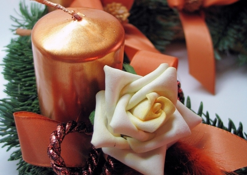 flowers and candles Creative&Inspiring Modern Christmas Candles Decorations (1)