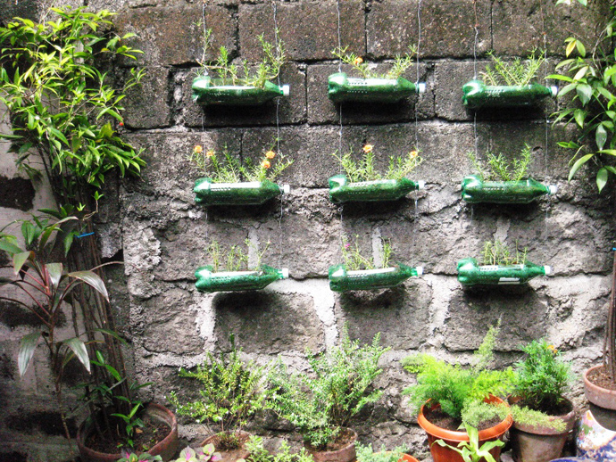 flowers in Creative & Inspiring Modern Ideas of How To Recycle Plastic Bottles  homesthtics (25)