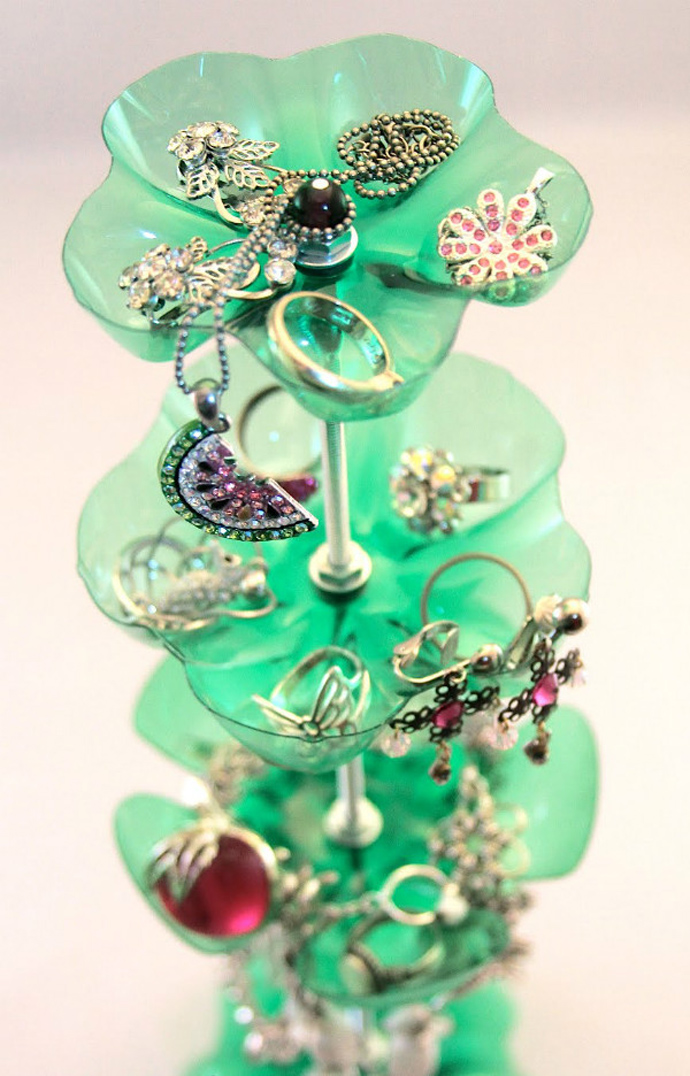 jewelry stand Creative & Inspiring Modern Ideas of How To Recycle Plastic Bottles  homesthtics (25)