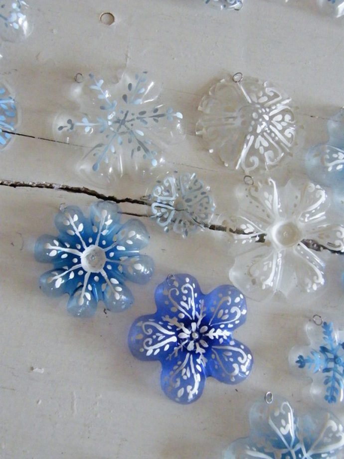 snowflakes Creative & Inspiring Modern Ideas of How To Recycle Plastic Bottles  homesthtics (1)