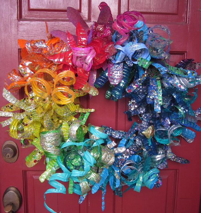 colorful wreath Creative & Inspiring Modern Ideas of How To Recycle Plastic Bottles  homesthtics (1)