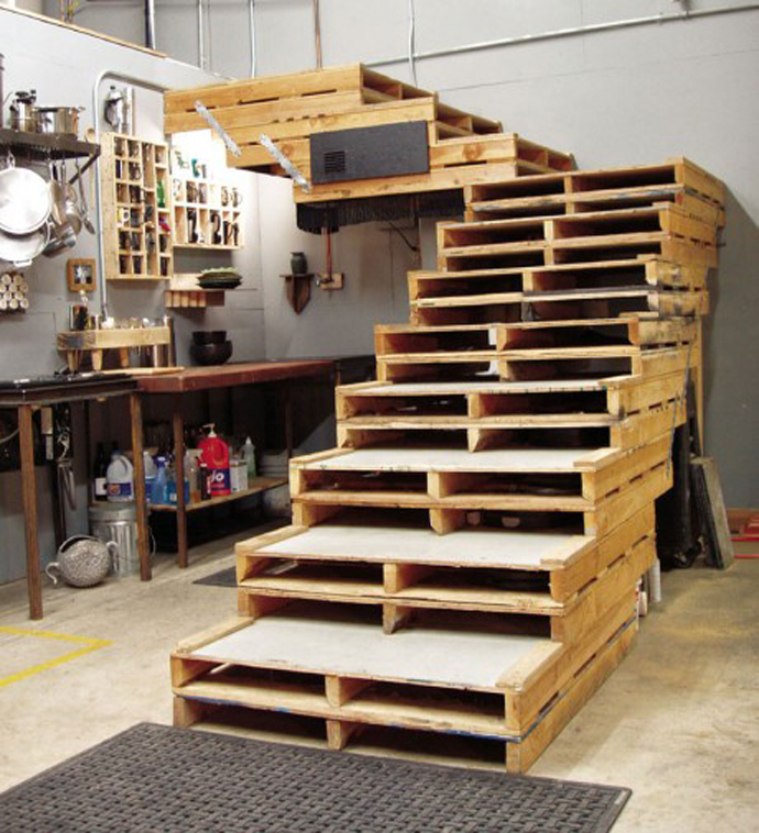 coach made out of wooden pallets Creative & Inspiring Modern Methods of How to Recycle Wooden Pallets homesthetics (1)