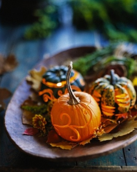 pumpkins arrangement DIY -Welcome the Fall with Merry Decorations for Your Coffee Table  contemporary interior design ideas homesthetics (42)