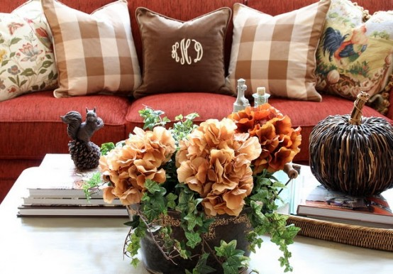 highly creative flowers DIY -Welcome the Fall with Merry Decorations for Your Coffee Table  contemporary interior design ideas homesthetics (42)