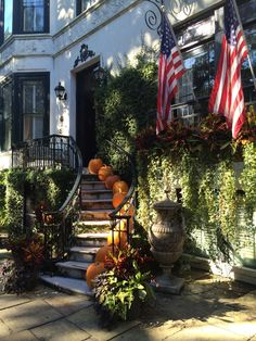 DIY -Welcome the Fall with Simple and Efficient Staircase Décor-homesthetics (13)
