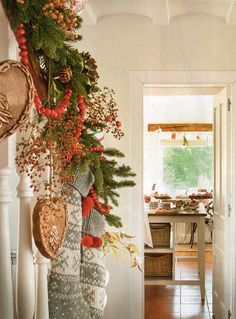 DIY -Welcome the Fall with Simple and Efficient Staircase Décor-homesthetics (2)