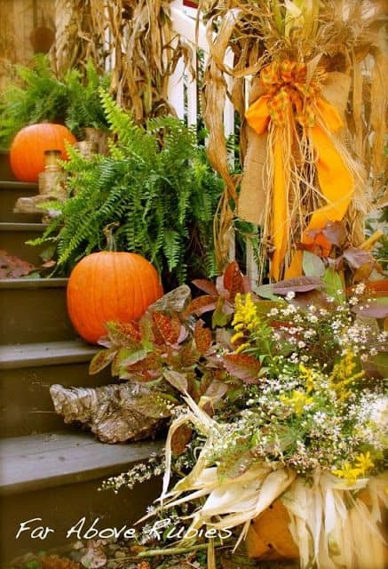 DIY -Welcome the Fall with Simple and Efficient Staircase Décor-homesthetics (9)