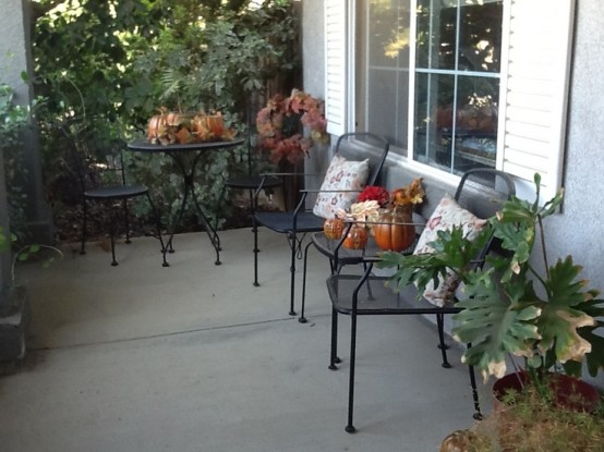 black decoration DIY -Welcome the Fall with Warm and Cozy Patio Decorating Ideas homesthetics (41)