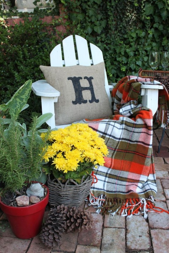 Simple Traditional DIY  Welcome The Fall With Warm And Cozy Patio  Decorating Ideas Homesthetics (