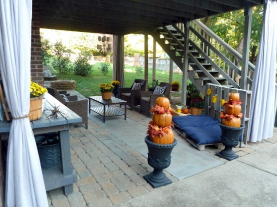 covered patio DIY -Welcome the Fall with Warm and Cozy Patio Decorating Ideas homesthetics (41)