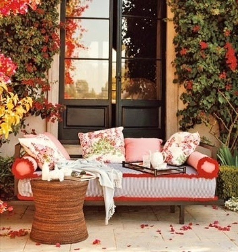 DIY -Welcome The Fall With Warm And Cozy Patio Decorating