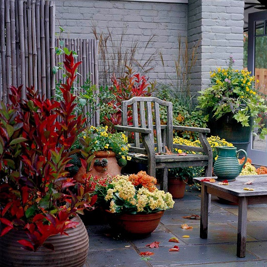 red DIY -Welcome the Fall with Warm and Cozy Patio Decorating Ideas homesthetics (41)