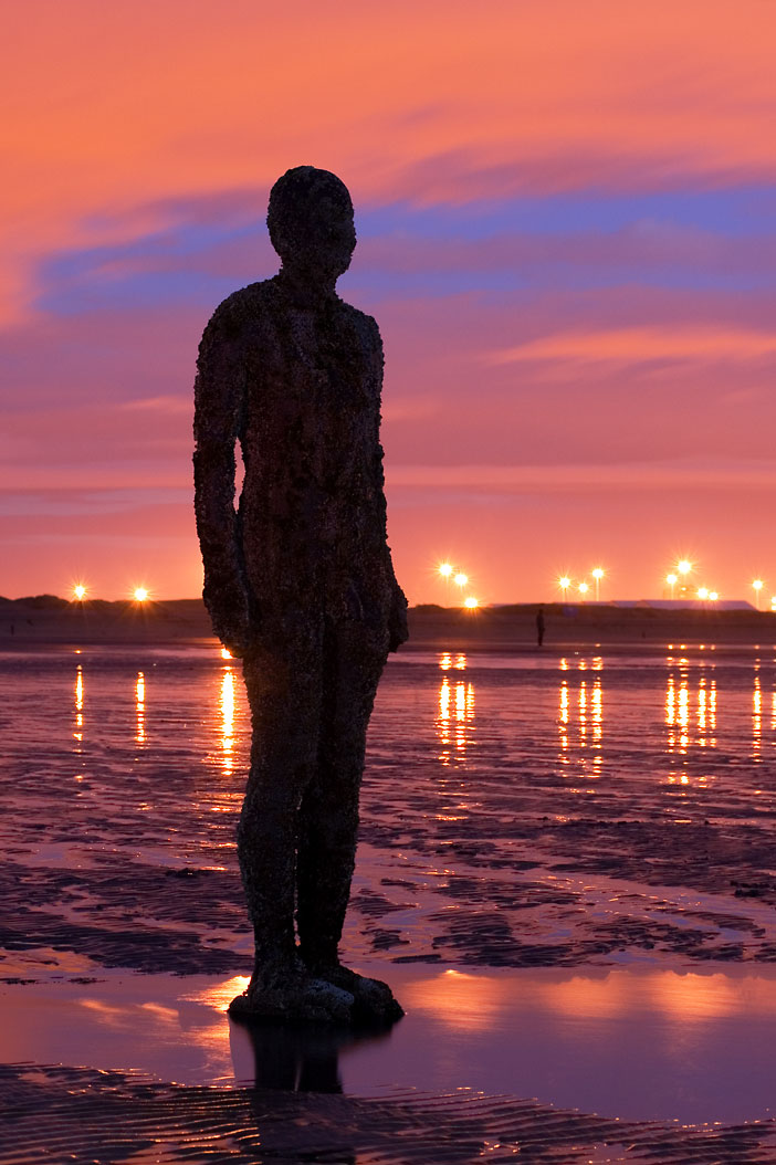 amazing picture at night Experimental ArtAnother Place- Instalation by Antony Gormley homesthetics (1)