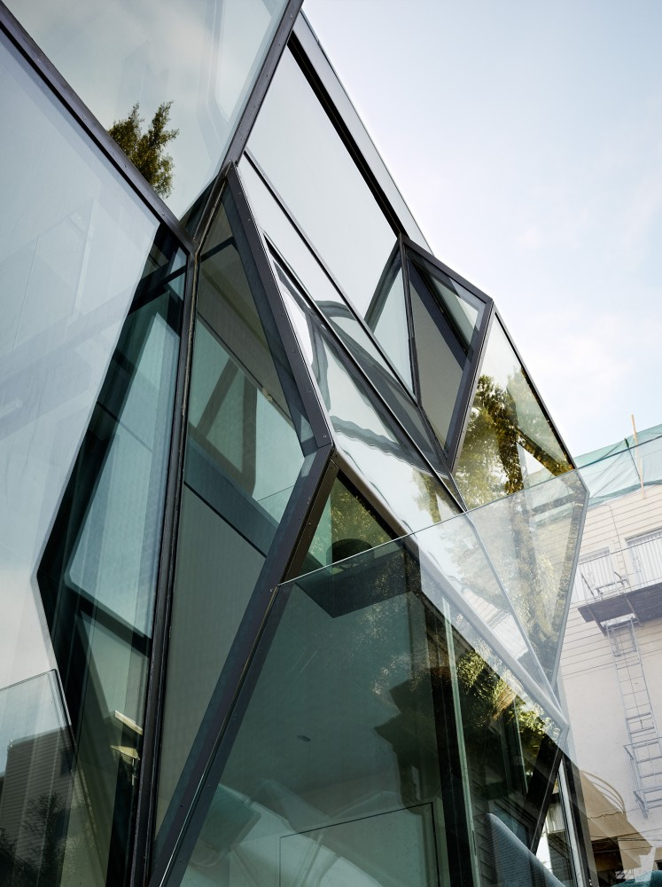 Flip-House-by-Fougeron-Architecture-in-San-FranciscoA-Different-Type-of-Renovation- steel structure edgy modern
