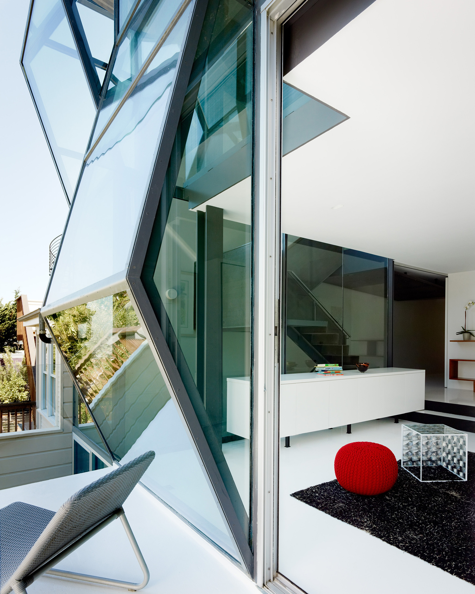 Flip-House-by-Fougeron-Architecture-in-San-FranciscoA-Different-Type-of-Renovation- connection