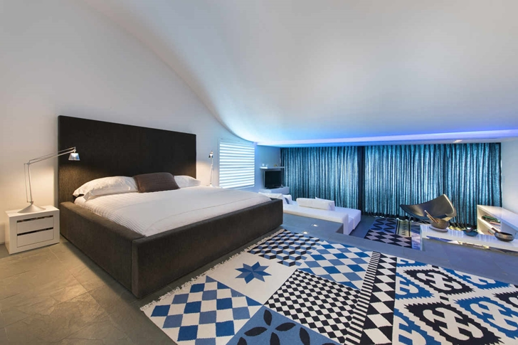 main bedroom design High-End-Luxurious-Modern-Mansion-with-Colorful-Lighting-at-Nigh