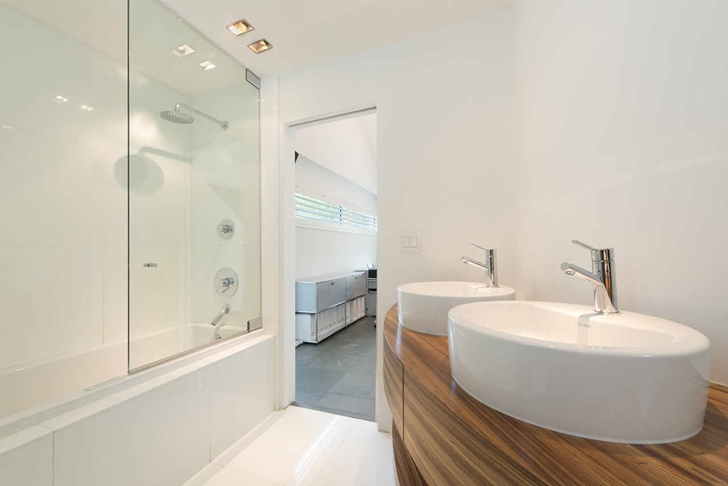 bathroom interior design High-End-Luxurious-Modern-Mansion-with-Colorful-Lighting-at-Nigh