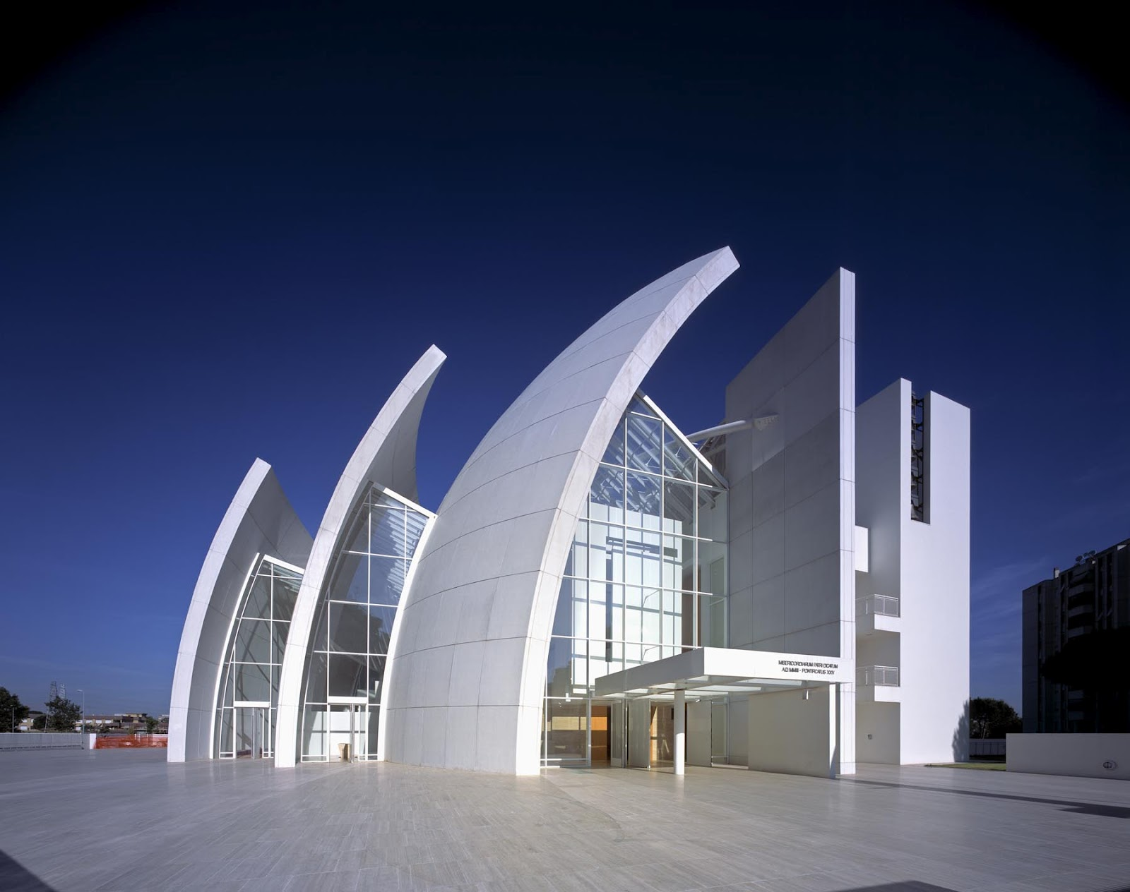 Iconic modern architecture jubilee church in rome by for Architecture moderne