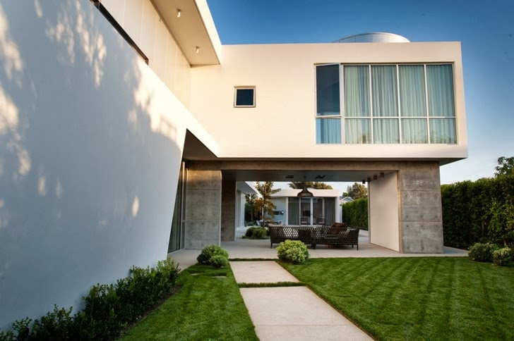 entrance into the Luxurious Modern Family Home Located in Venice-California by Dennis Gibbens Architects homesthetics (3)