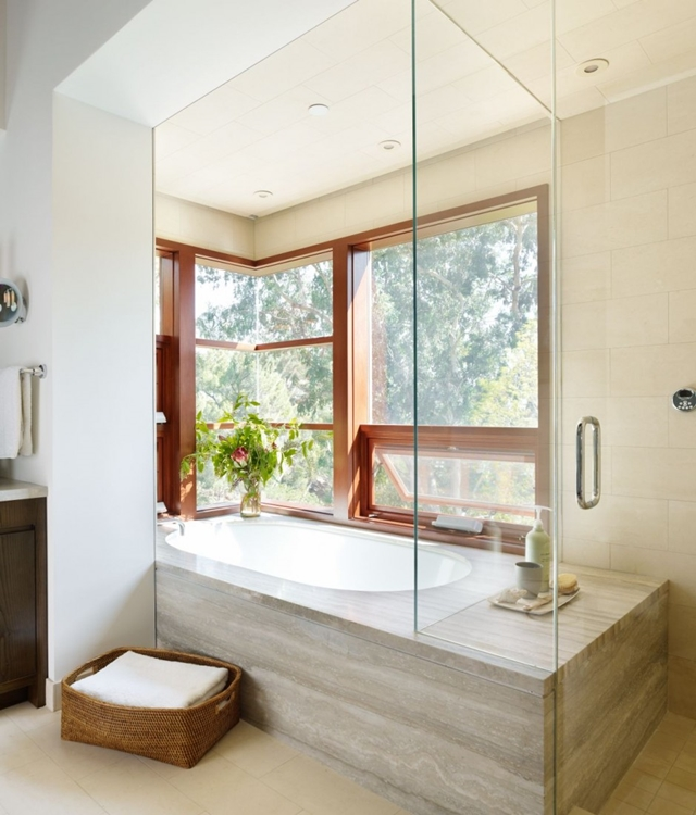 bathtub in Luxurious Modern Mansion Design in California - Mandeville Canyon Residence in contemporary style using sustainable materials homesthetics (1)