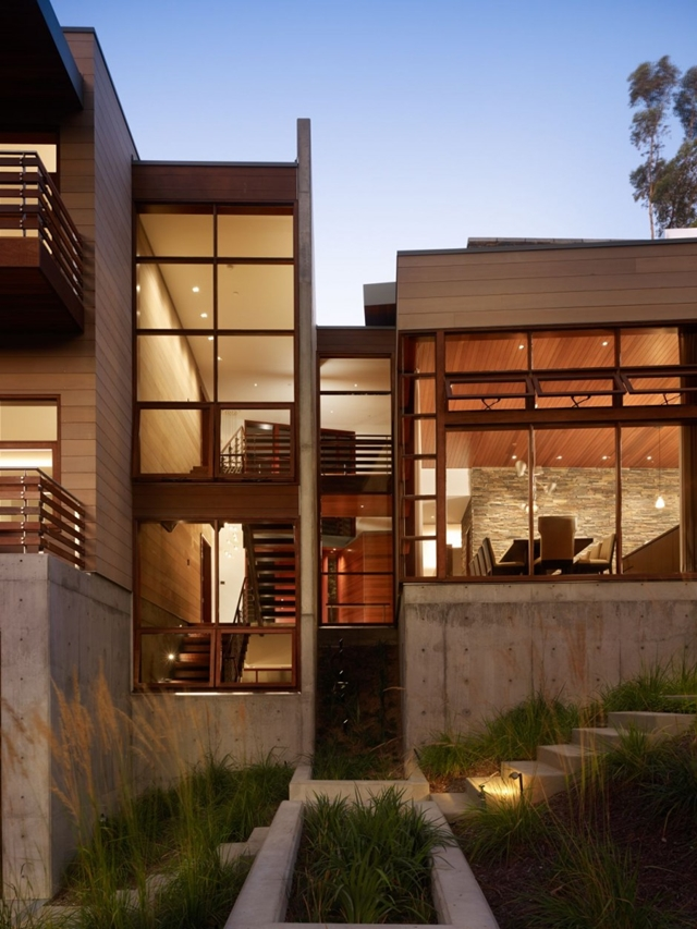 Luxurious Modern Mansion Design in California - Mandeville Canyon Residence in contemporary style using sustainable materials homesthetics (17) at night