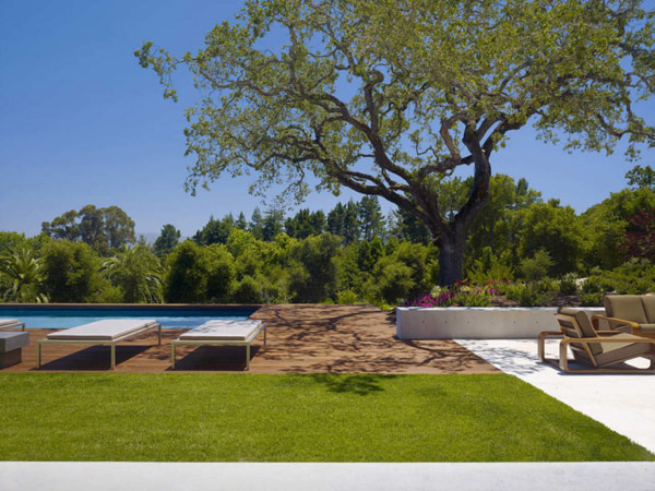 backyard landscaping with swimming pool Modern Cliff View Residence Shining in a Contemporary Style- OZ House California modern mansion (1)