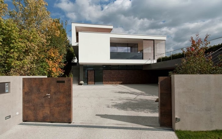 secondary entrance into the Modern Dream Mansion - Haus SK in Austria designed by Two in a Box- ARCHITEKTEN ZT GMBH homesthetics studio (1)