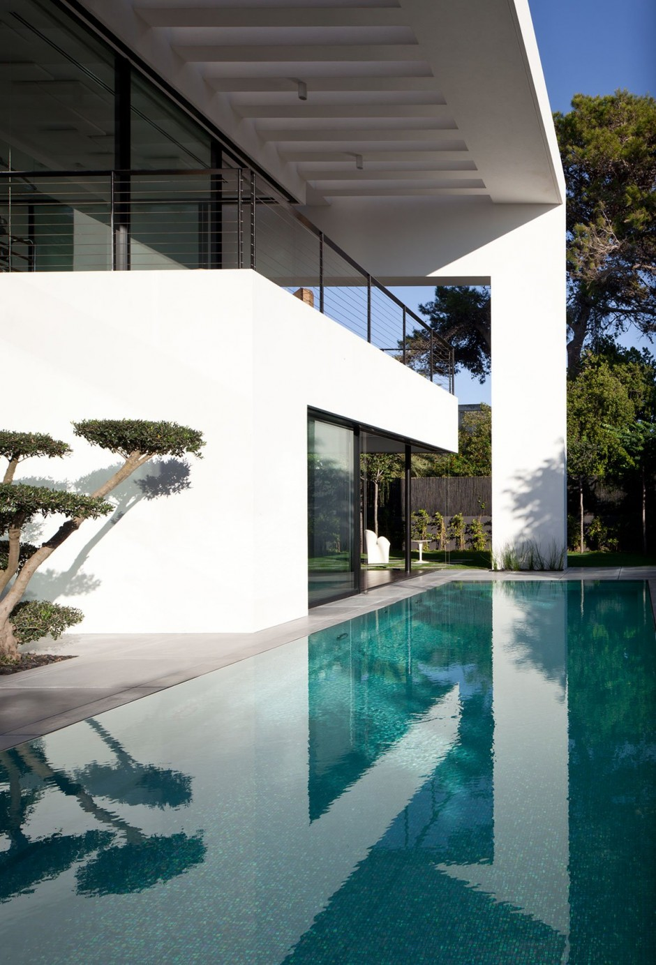 Modern Minimalist Styled Mansion-The Haifa House by Pitsou Kedem Architects Homesthetics