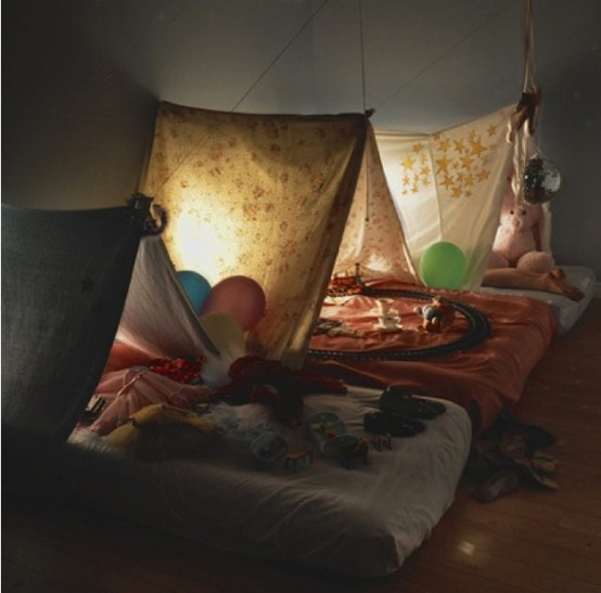 Simple Bedroom Interior Design Ideas Featuring Play Tents for Kids to fit any modern home homesthetics (18) at night