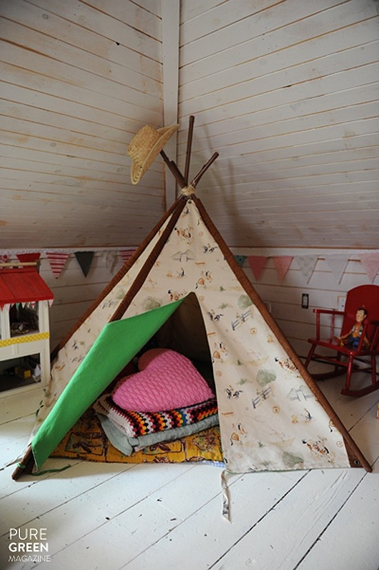 creative Simple Bedroom Interior Design Ideas Featuring Play Tents for Kids to fit any modern home homesthetics (18)