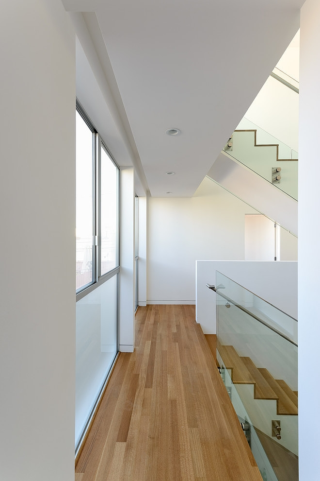 access to the staircase and Small Modern Mansion Wearing Contemporary Style - Peninsula House in California lemaster architects homesthetics (11)