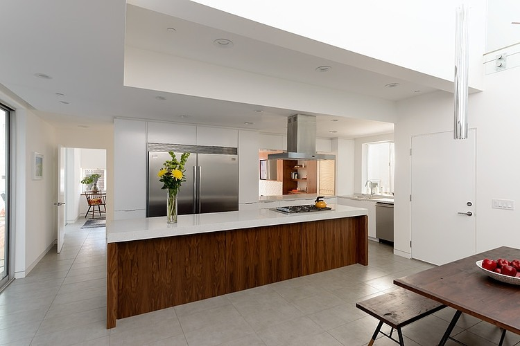 Small modern mansion wearing contemporary style for California style kitchen