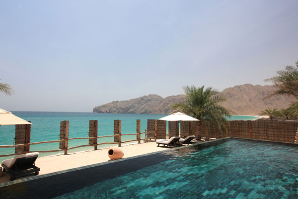 amazing infinity pool near by the sea A Drop of Heaven – Six Senses Zighy Bay Resort – Northern Musandam Peninsula