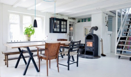 simple black and white aOld-Farm-Transformed-Into-an-Unique-Vintage-Home-with-Scandinavian-Accents-alternative-to-modern-mansions-homesthetics