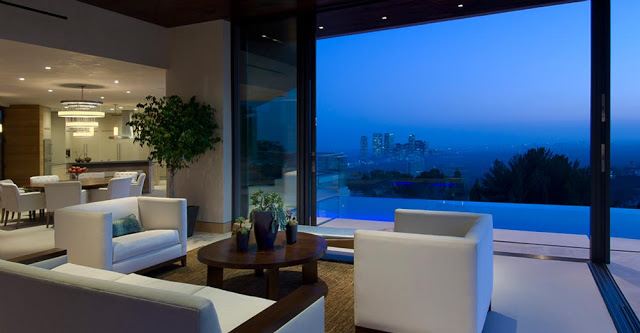 living room opened to the envinronment blue jay way street Extraordinary Cliff View Modern Mansion Located on the Sunset Boulevard in Hollywood Hills homesthetics (19)