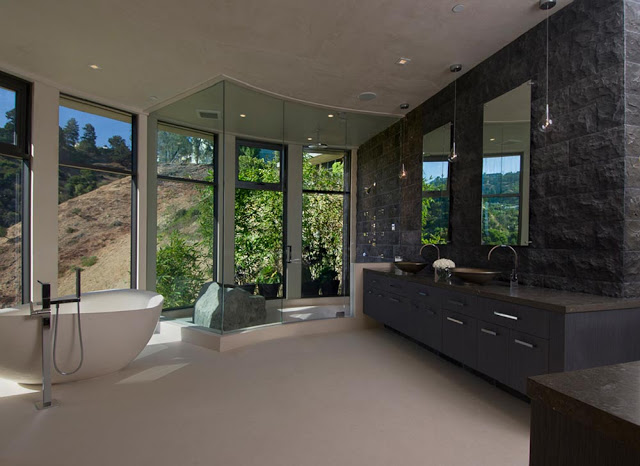 huge bathroom design blue jay way street Extraordinary Cliff View Modern Mansion Located on the Sunset Boulevard in Hollywood Hills homesthetics (2)