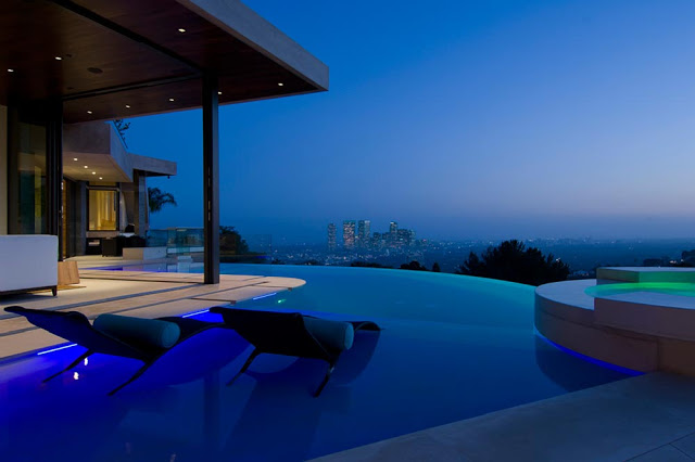 swimming pool blue jay way street Extraordinary Cliff View Modern Mansion Located on the Sunset Boulevard in Hollywood Hills homesthetics (2)