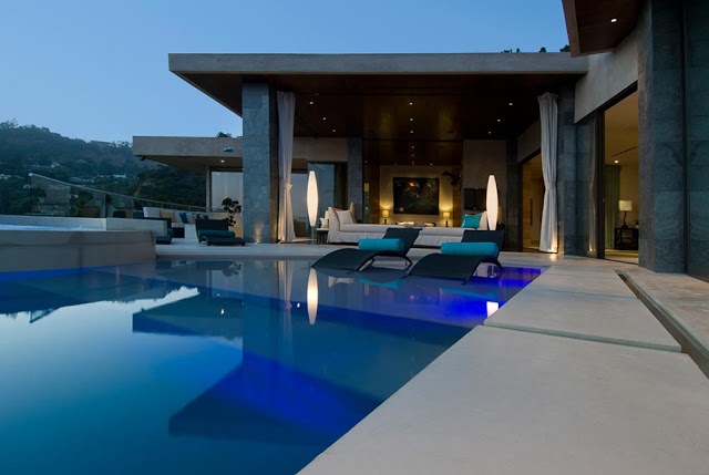 blue jay way street Extraordinary Cliff View Modern Mansion Located on the Sunset Boulevard in Hollywood Hills homesthetics (2)