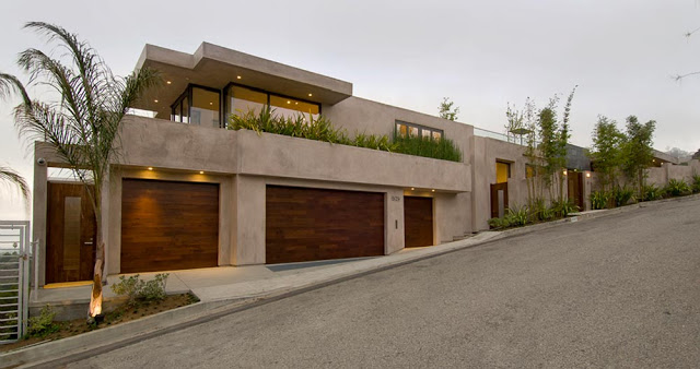 perspective view over blue jay way street Extraordinary Cliff View Modern Mansion Located on the Sunset Boulevard in Hollywood Hills homesthetics (19)