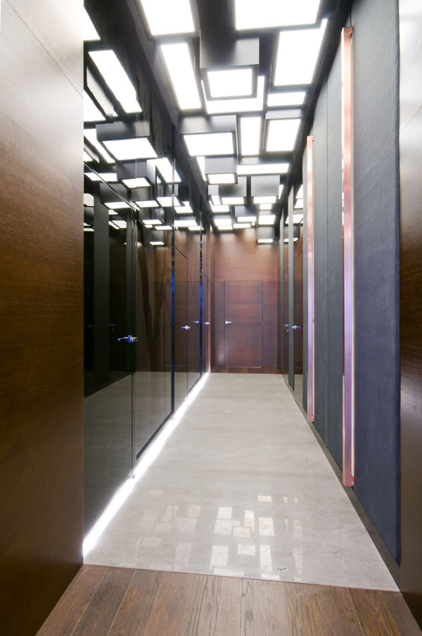 hallway access modern Luxurious High End Warsaw Apartment by Hola Design in Poland homesthetics  (14)