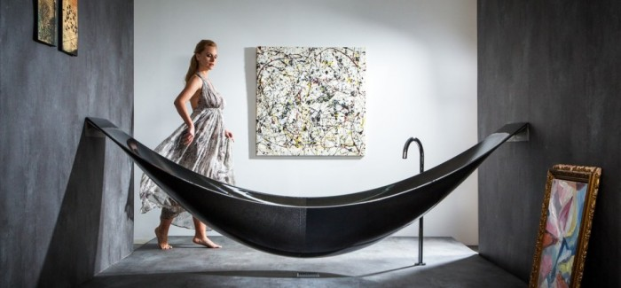 lady modern black hammock-bathtub-design-made-from-layers-of-carbon-fiber-by-Splinter-Works-sleek-bath-tub-floating-bath-tub-Homesthetics-1 (20)