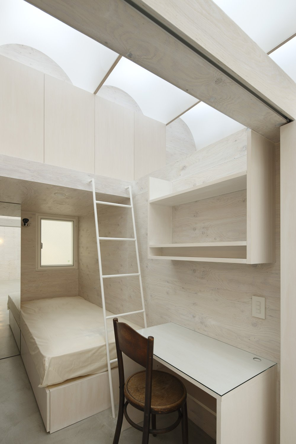 small bedroom design in One of a Kind Modern Mansion-The Daylight House in Yokohama by Takeshi Hosaka Homesthetics