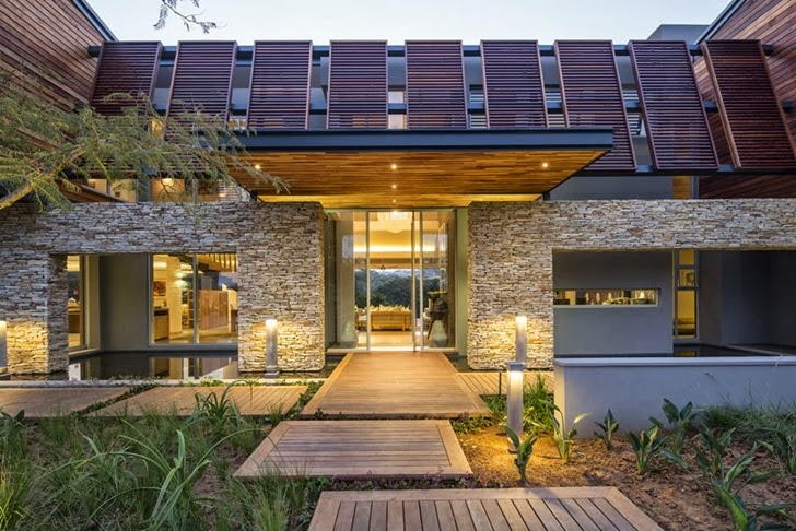 main access into Albizia House - Cliff View Modern Mansion by Metropole Architects homesthetics (1)