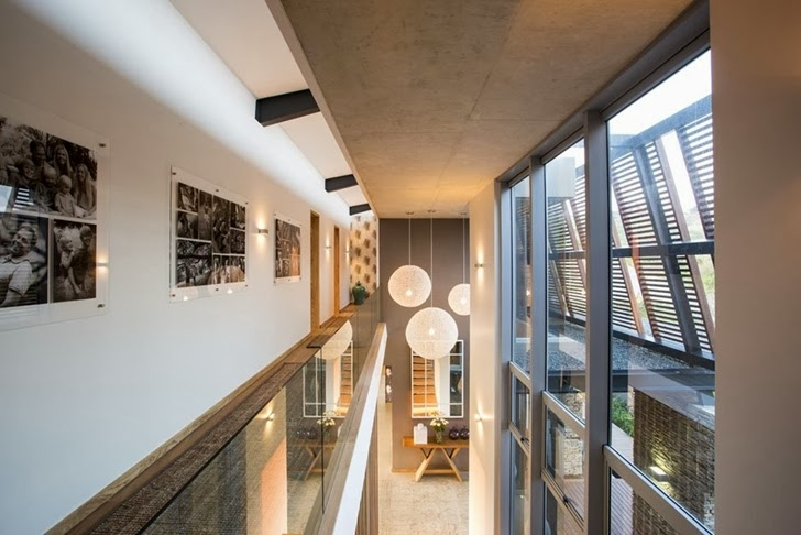 Albizia House - Cliff View Modern Mansion by Metropole Architects homesthetics (27)